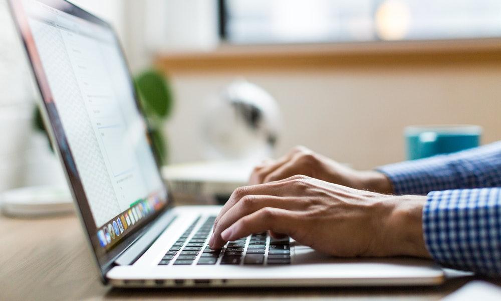 Cara Aman Beli Laptop Terbaru Secara Online